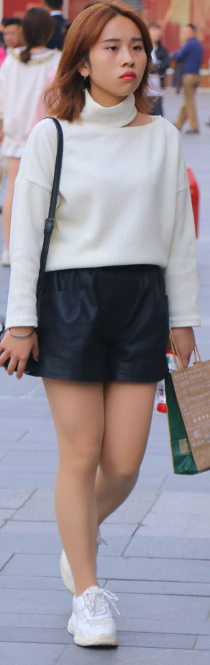 중국 쓰촨성의 청두 길거리 패션. 젊은 인구가 많아 트렌드도 경쾌한 편이다. [사진 중국 소셜미디어 캡처, 이랜드]
