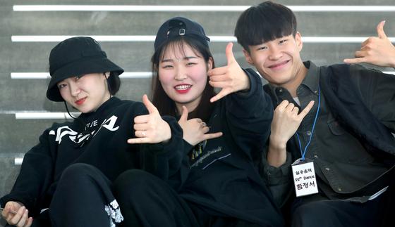 아현산업정보학교 실용음악과에 입학한 학생들. 왼쪽부터 유희준양, 김지민양, 함정서군. 최승식 기자