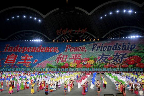 7일(현지시간) 평양 능라도  5 ·1'경기장에서 펼쳐진 '인민의 나라' 공연.[AP=연합뉴]