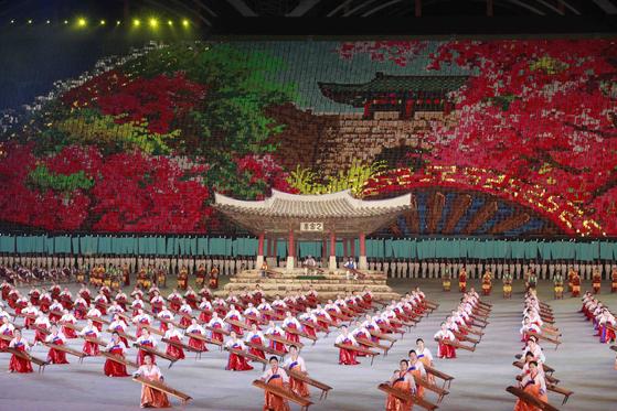 7일(현지시간) 평양 능라도 5 ·1경기장에서 펼쳐진 '대집단체조 인민의 나라' .[AP=연합뉴스]