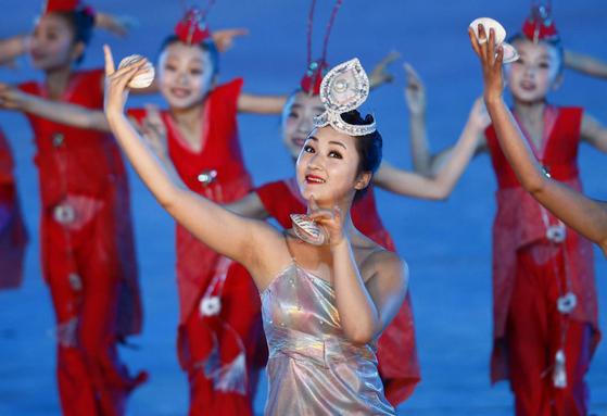 7일(현지시간) 평양 능라도 5 ·1경기장에서 펼쳐진 '인민의 나라' 공연.[AP=연합뉴스]