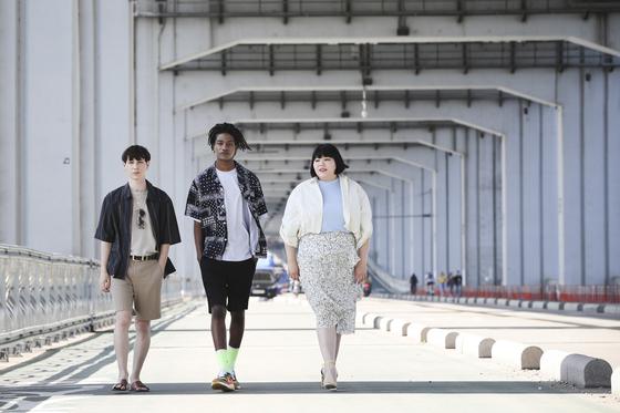 지난 5월 31일 에잇 세컨즈가 진행한 일반인 모델 오디션 '에잇 바이 미'에 뽑힌 일반인 모델 바누(맨 왼쪽)와 모델 한현민, 일반인 모델 전가영씨가 포즈를 취했다. 김경록 기자