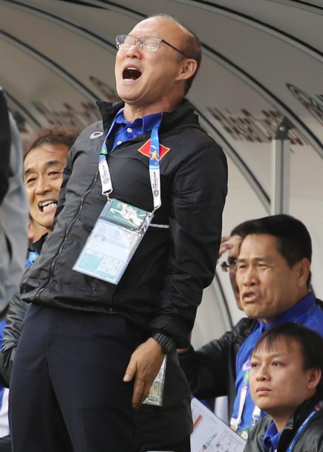 지난 1월20일 아시안컵 16강전에서 아쉬워하는 박항서 베트남축구대표팀 감독. [연합뉴]