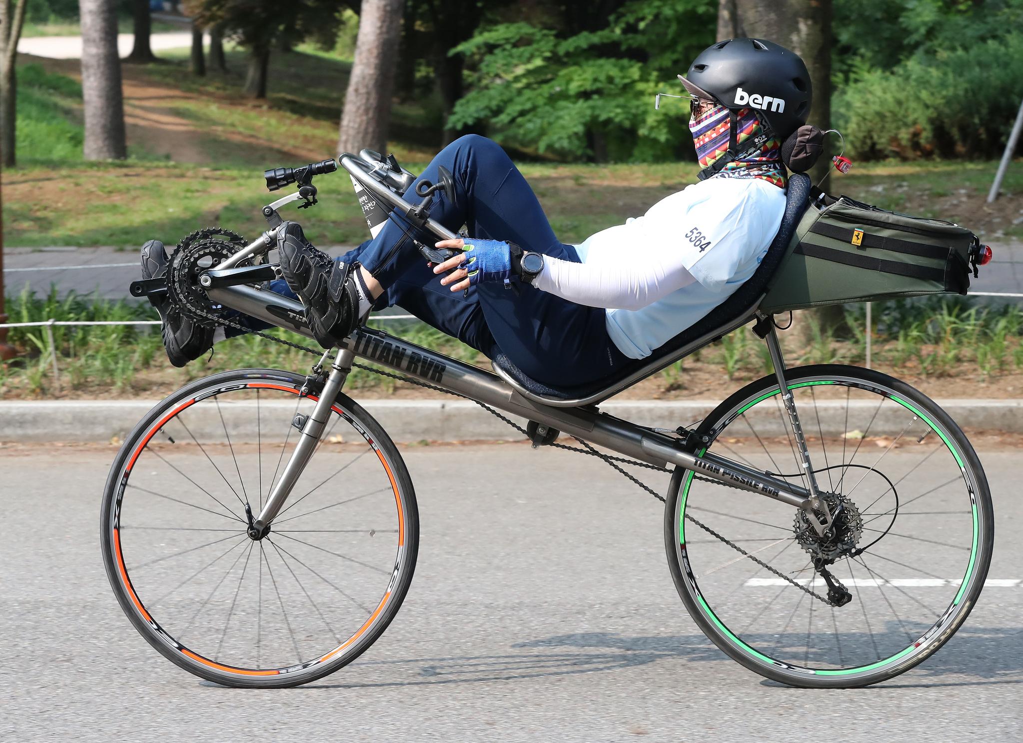같은 누워 타는 자전거지만, 좌석이 높은 자전거를 탄 참가자도 있었다. 우상조 기자