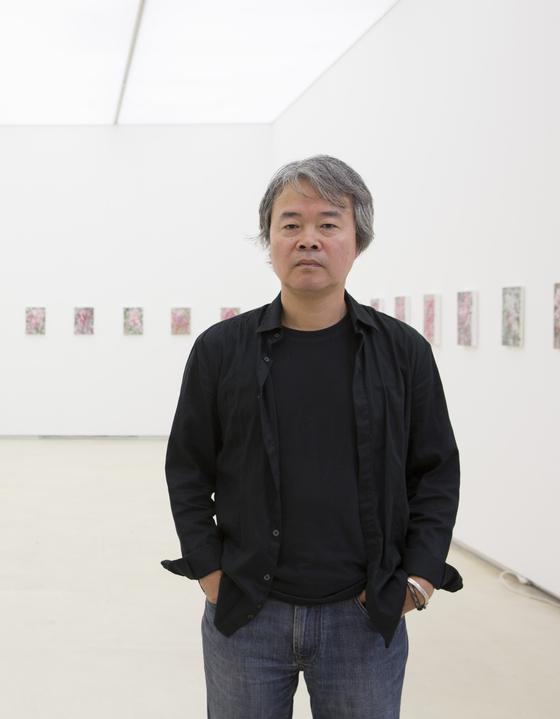 김지원 작가는 자신을 '캔버스 김'이라고 부른다. 캔버스를 도구로 '그리기'의 본질을 파고드는 일을 숙명처럼 받아들였다는 뜻이다. [사진 PKM갤러리]
