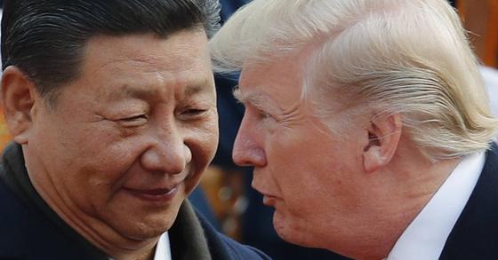 시진핑 중국 국가주석(왼쪽)과 도널드 트럼프 미국 대통령은 양보 없는 '패권 경쟁'을 놓고 맞붙었다. [AP]