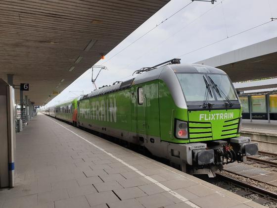 버스 예약 플랫폼 기업 플릭스버스는 지난해 기차 예약 서비스인 플릭스트레인을 출시했다. '파괴적 혁신'으로 각광 받고 있지만, 독일 노동계에서는 불안정 노동을 확산한다고 우려한다. 함부르크=김도년 기자