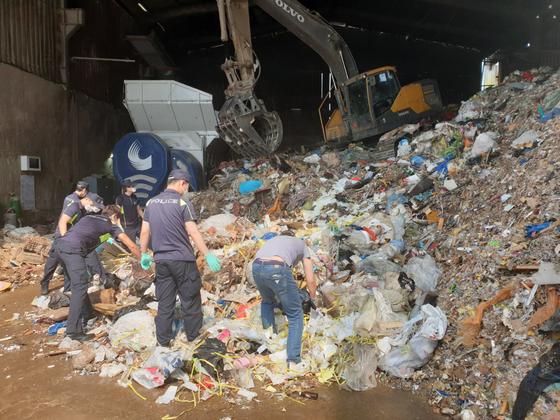 지난 5일 제주 전 남편 살인 사건의 뼛조각이 발견된 인천시의 한 재활용업체. [제주동부경찰서 제공]