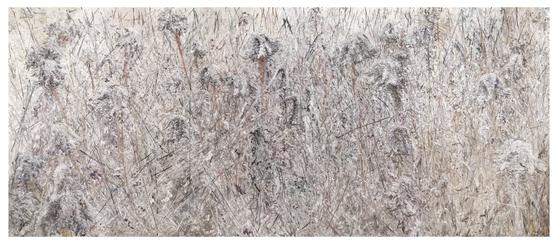 """김지원 작가는 """"초겨울 바쌀 말라버린 잡풀과 맨드라미 풍경 속에서 숭고함을 느낀다""""고 말했다. [사진 PKM갤러리]"""