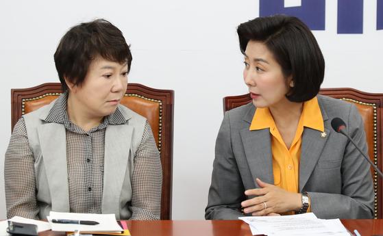 나경원 자유한국당 원내대표(오른쪽)와 정미경 최고위원. 오종택 기자