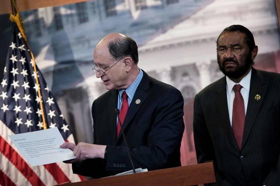 브래드 셔먼(가운데) 미 민주당 하원 외교위 아시아태평양소위원회 위원장.[AFP=연합뉴스]