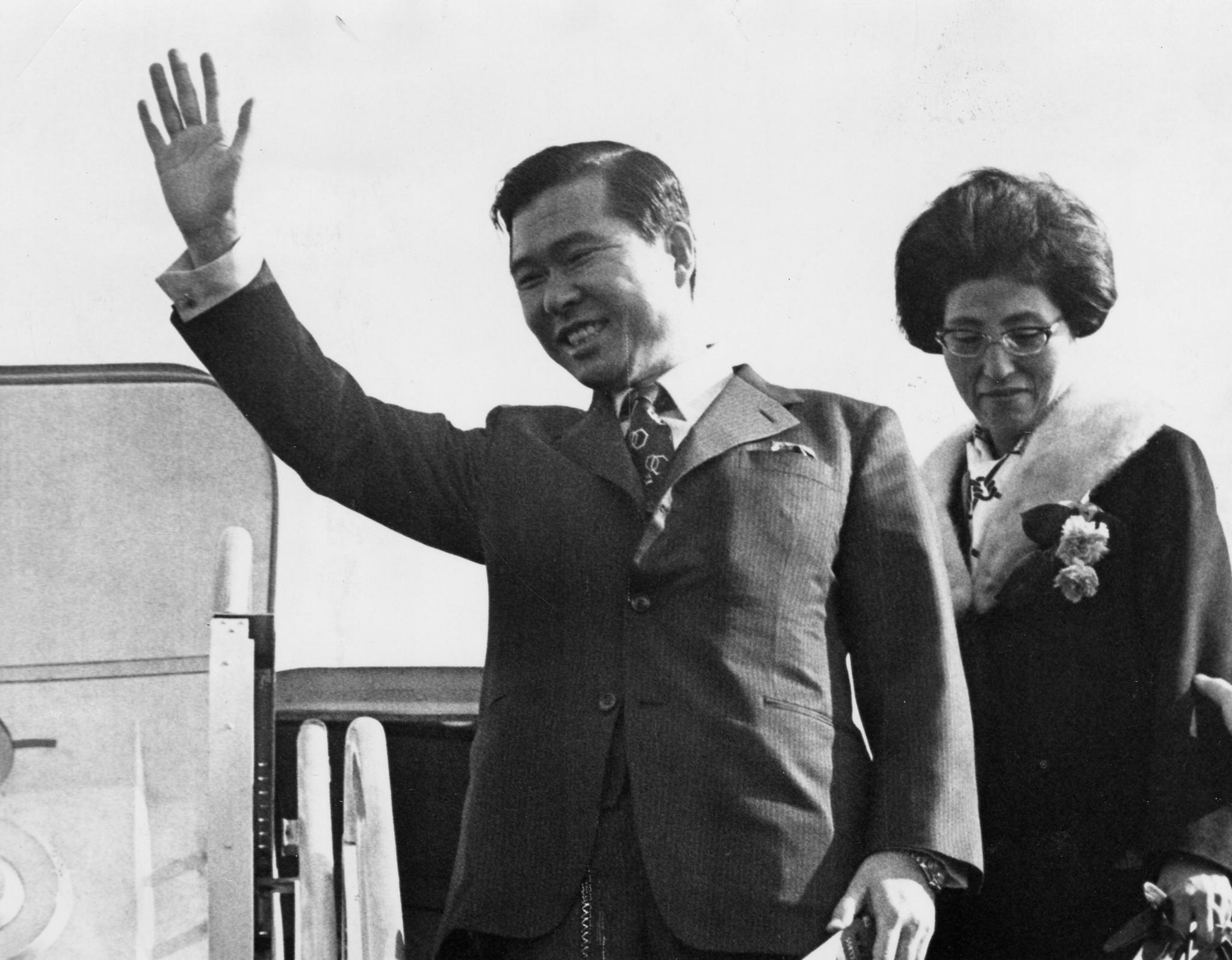 1971년 방미길에 오른 김대중 후보와 부인 이희호 여사. [중앙포토]