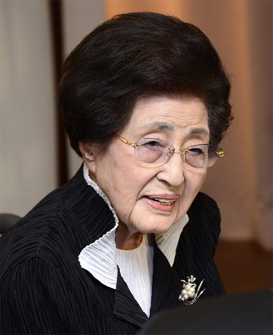 이희호 여사가 향년 97세로 별세했다. 사진은 2016년 이 여사의 모습. [중앙포토]