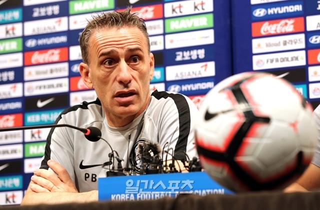 파울루 벤투 감독이 이끄는 한국 축구대표팀이 11일 열린 이란전을 끝으로 모든 평가전을 마쳤다. 다음 관문은 2022 카타르월드컵 아시아 지역예선이다. 정시종 기자