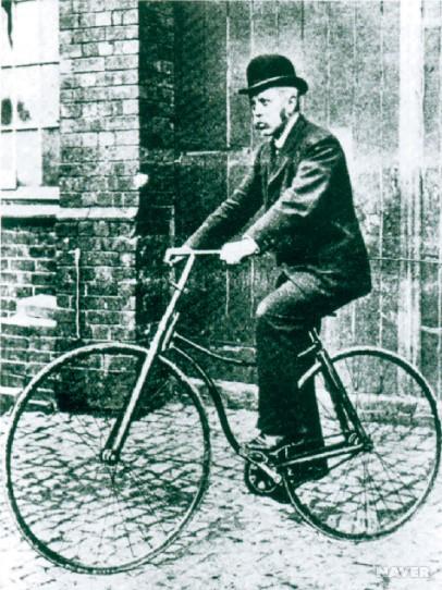 차체가 낮고, 체인으로 뒷바퀴를 돌리는 '세이프티' 자전거. [중앙포토]
