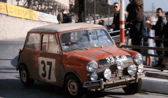 소형차임에도 MINI는 몬테카를로 랠리에서 세 차례나 우승한 이력이 있다. 사진은 1964년 몬테카를로 랠리에서 우승을 거머쥔 37 번호의 미니 쿠퍼. [사진 미니코리아]