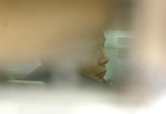 2005년 절도 혐의로 체포되어 서울 마포구 아현동 마포경찰서에서 조사받는 조세형씨. [중앙포토]