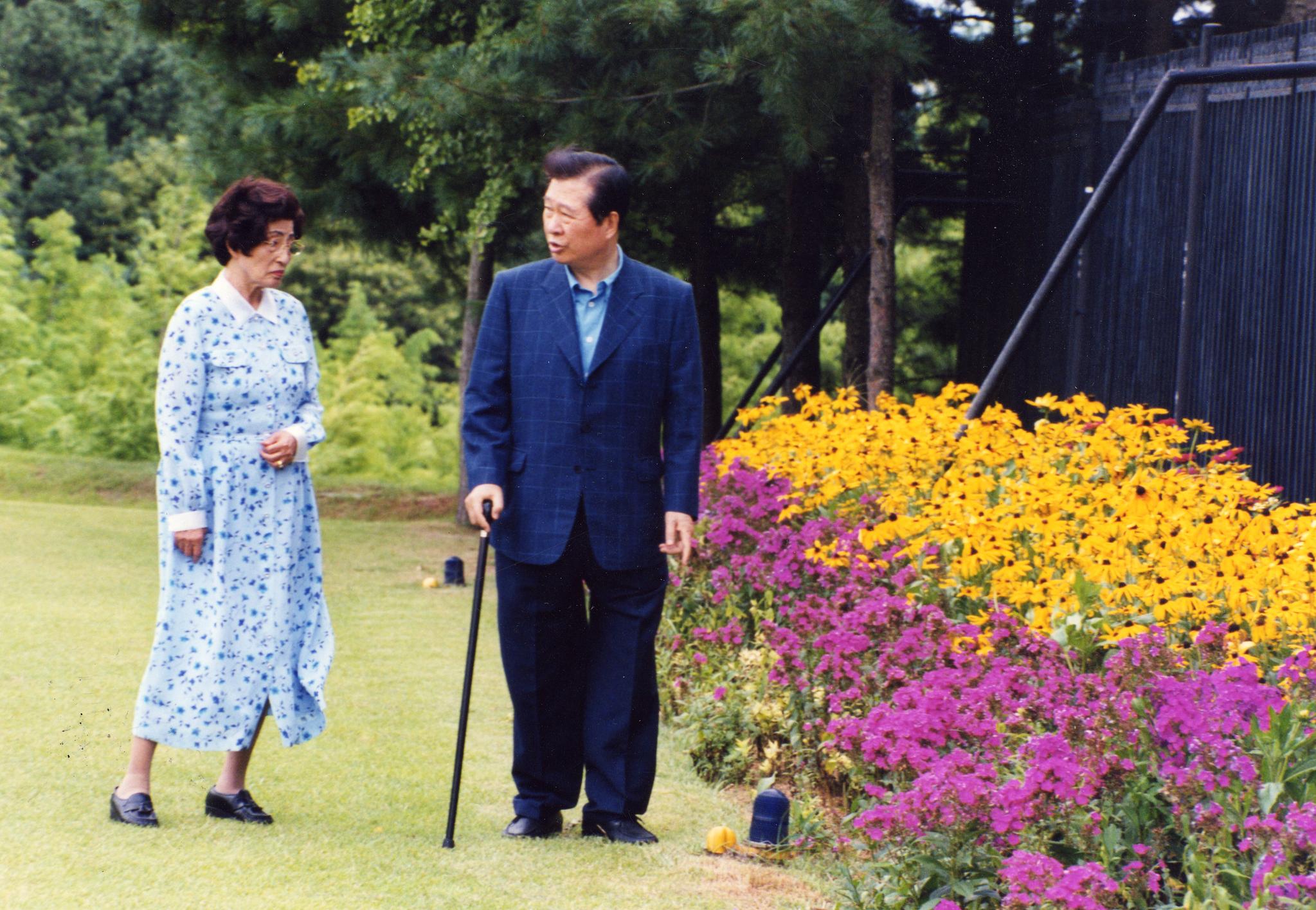 1999년 8월 청남대에서 휴가를 보내는 김대중 대통령과 이희호 여사. [중앙포토]