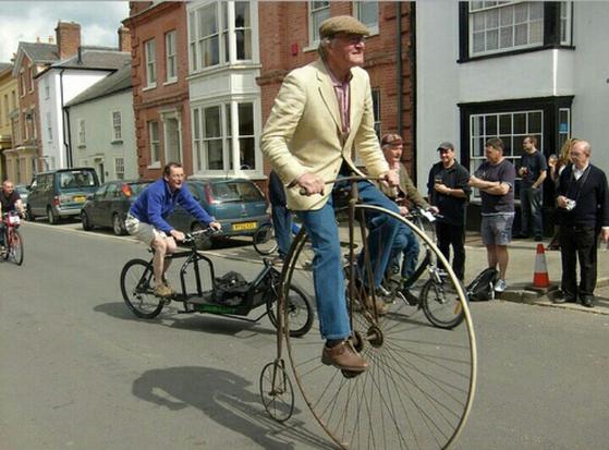 앞바퀴가 유독 큰 '오디너리' 자전거. [중앙포토]