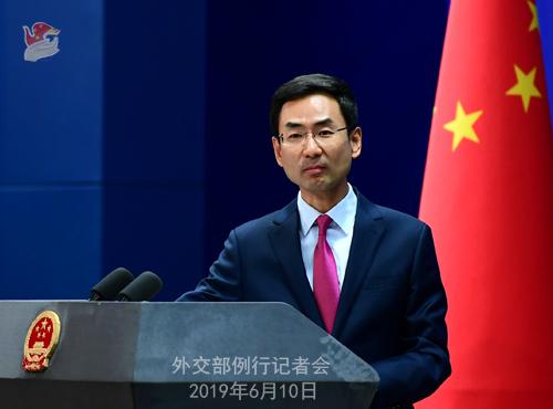 """겅솽 중국 외교부 대변인은 10일 기자회견에서 """"폼페이오 미 국무장관은 세계에 유언비어를 퍼뜨리고 남을 헐뜯으며 말썽을 일으키고 있다""""고 비난했다. [중국 외교부 홈페이지 캡처]"""