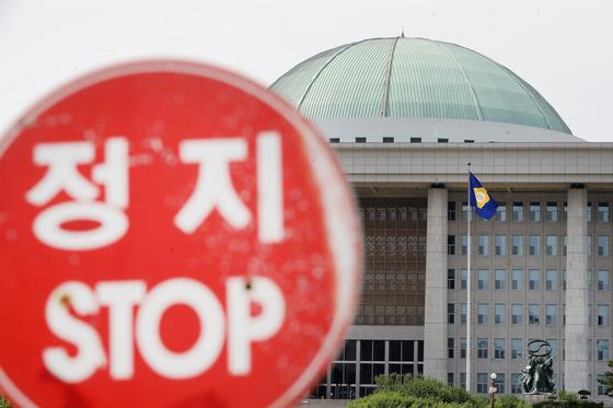 패스트트랙 정국 이후 멈춰선 국회. 사진은 26일 국회의사당 모습. 2019.5.26/뉴스1