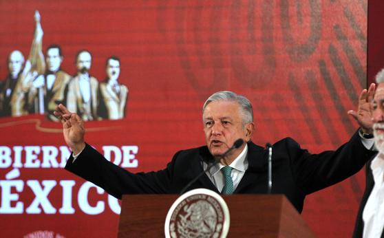 10일(현지시간) 멕시코시티에서 기자 회견 중인 안드레스 마누엘 로페스 오브라도르 멕시코 대통령. [EPA=연합뉴스]
