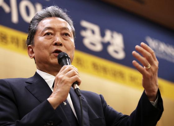 하토야마 유키오 전 일본 총리가 12일 오후 서울 서대문구 연세대학교 용재홀에서 '한반도의 신시대와 동아시아의 공생'을 주제로 강연을 하고 있다. [뉴스1]