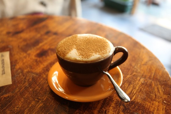 베트남 하노이가 원조인 에그 커피. 달걀 노른자와 우유를 커피와 섞어 마신다. 고소한 맛이 강하다. 최승표 기자