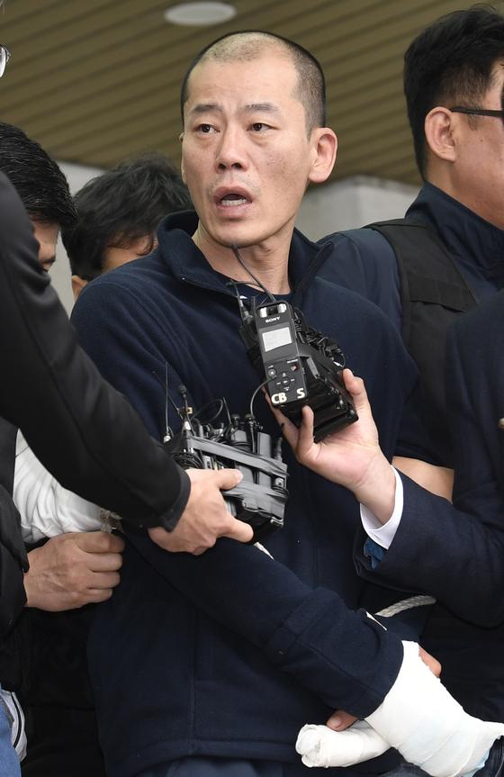 경남경찰청은 지난 4월 18일 오후 신상공개심의위원회를 열고 안씨의 신상을 공개키로 결정 했다.송봉근 기자