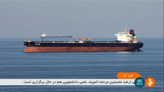 이란 국영TV IRNN이 13일 오만해에서 발생한 유조선 2척의 피격 사건을 보도했다. [AFP=연합뉴스]