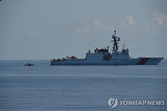 미 해안경비대가 태평양 너머 남중국해 파견을 결정한 버솔프함. 중국 해상 민병대 단속에 나설 것으로 보여 미중 충돌 가능성이 커지고 있다. [AFP=연합뉴스]