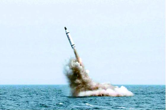 2016년 8월 시험발사에 성공한 북한의 잠수함발사탄도미사일(SLBM) 북극성-1형. [노동신문]