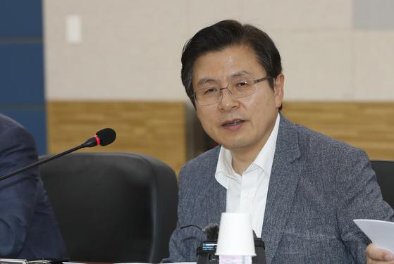 황교안 자유한국당 대표가 '희망 공감-일자리 속으로' 일환으로 13일 오전 충남대학교 산학협력단을 방문, 인사말을 하고 있다. 뉴스1