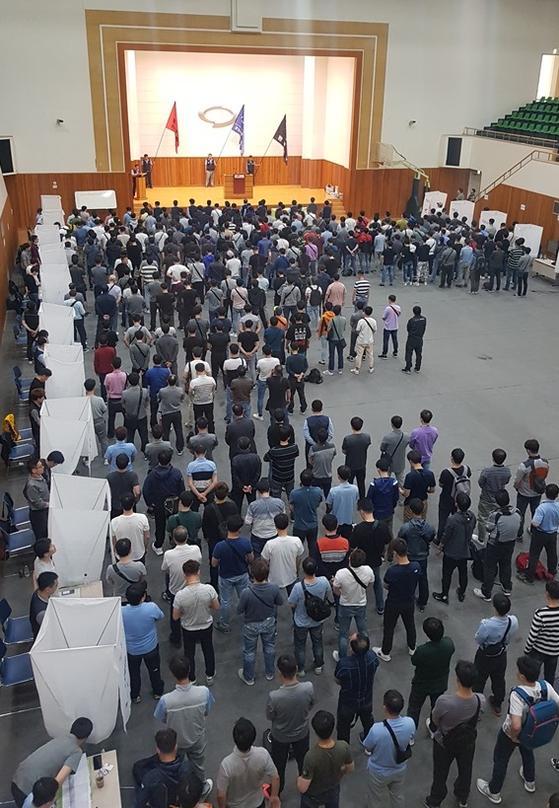 르노삼성차 기업노동조합 조합원들이 찬반투표에 참여했다. [사진 르노삼성차]