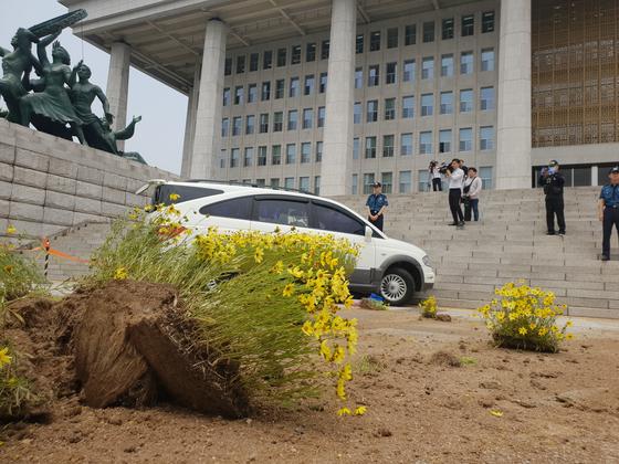 국회의사당에 돌진한 차량, 왜?