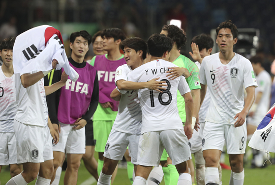 지난 11일 폴란드 루블린에서 열린 에콰도르와의 경기에서 이긴 후 기뻐하는 한국 U-20 남자 대표팀. [AP=연합뉴스]