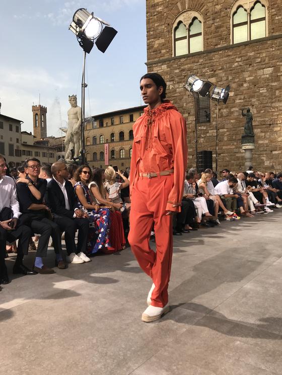 지난 6월 11일 저녁(현지시간) 이탈리에 피렌체에서 열린 '살바토레 페라가모'의 2020 스프링 컬렉션 쇼. 윤경희 기자