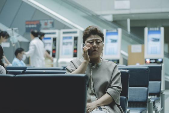 사모님처럼 품위있던 가정부 문광. '함블리' 배우 이정은이 열연을 펼쳤다. [사진 CJ엔터테인먼트]