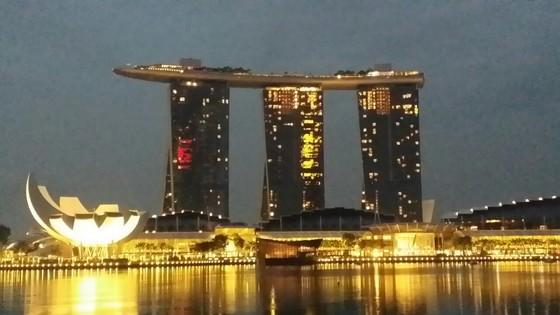 싱가포르는 치안과 교육, 세금이 낮아 세계 백만장자들이 모여드는 도시 중 하나다. 최근 한국에서도 상속세 부담으로 싱가포르에 눈을 돌리는 CEO가 늘어나고 있다. 사진은 싱가포르 마리나베이샌즈.  [연합뉴스]
