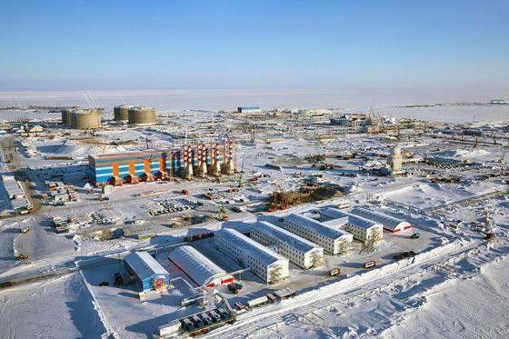시베리아 야말 반도에 위치한 야말 LNG 기지. 시베리아 지역은 혹한의 기후로 인해 이같은 사람의 흔적이 극히 드물다. [사진 노바텍]
