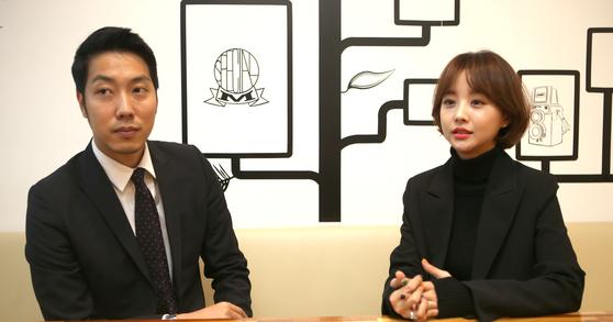 여성의류 '임블리'를 포함해 여러 브랜드를 운영하고 있는 부건FNC의 박준성 대표(왼쪽)와 부인 임지현 전 상무. 판매했던 호박즙에 곰팡이가 나왔다는 의혹이 불거지자 상무직에서 물러났다. [중앙포토]