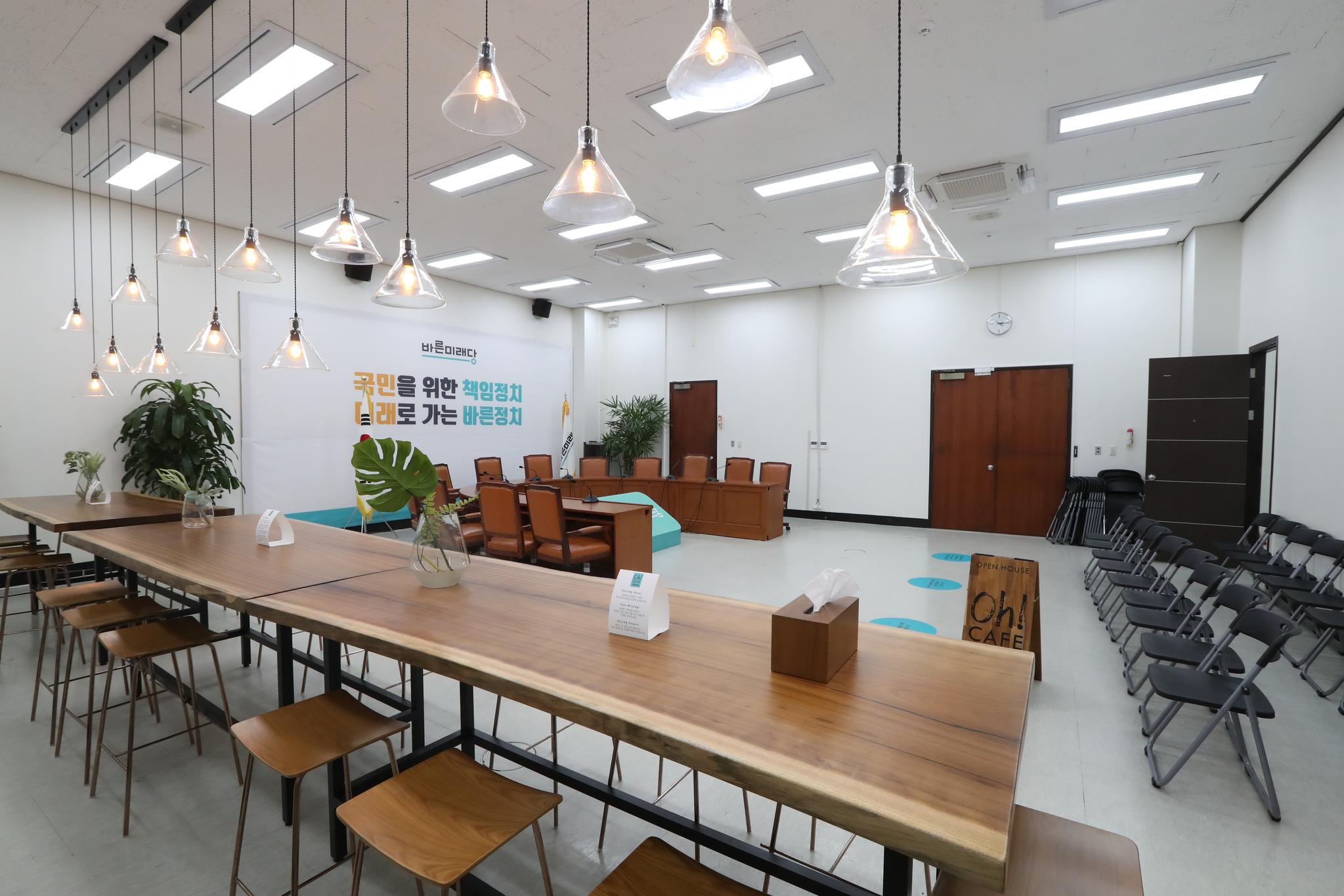 바른미래당 원내대표 회의실이 18일 카페로 변신했다. 변선구 기자
