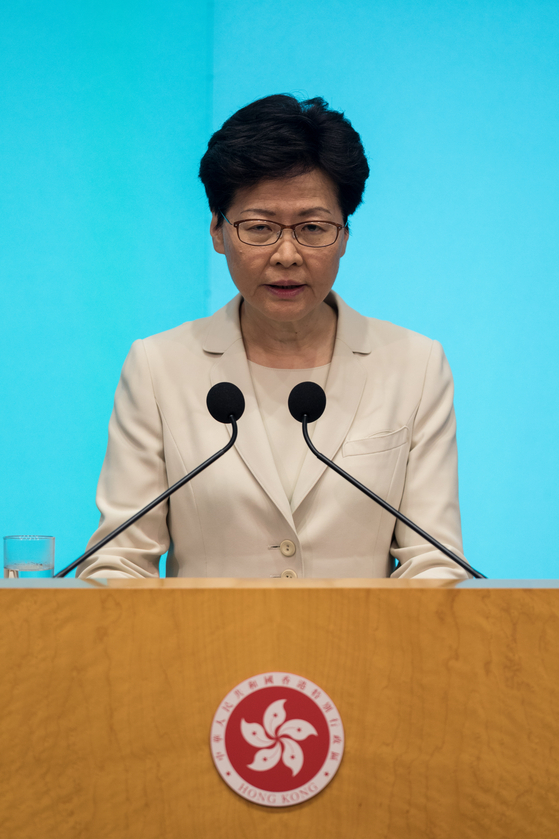 18일 기자회견을 통해 송환법 관련 시위 사태에 대해 직접 사과를 밝힌 캐리 람 홍콩 행정장관. [EPA=연합뉴스]