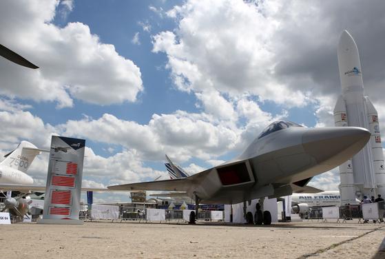 터키 TAI (Turkish Aerospace Industries)가 5 세대 전투기의 실물 크기 모형을 파리 에어쇼에 공개했다.. [TASS=연합뉴스]