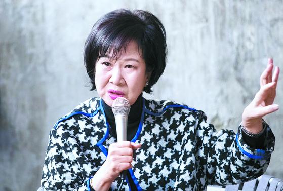 부동산 투기 의혹을 받고 있는 손혜원 의원이 지난 23일 전남 목포 역사문화거리 박물관 건립 예정지에서 기자회견을 하고 있다. 프리랜서 장정필
