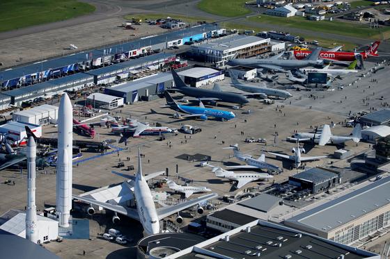 제 53 회 파리 에어쇼에 참가한 각종 항공기들이 르부르제 공항에 전시되어 있다. [ REUTERS=연합뉴스]