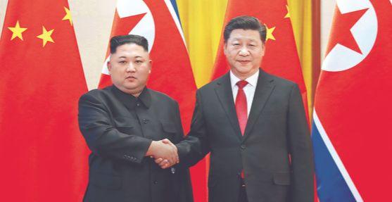 김정은 북한 국무위원장과 시진핑 중국 국가주석이 지난 1월 중국 베이징 인민대회당에서 진행된 환영행사에서 만나고 있다. [사진 연합뉴스]