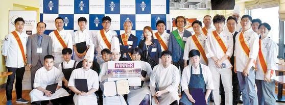 르 꼬르동 블루-숙명 아카데미에서 열린 '제12회 아시아 에스코피에 주니어 요리대회' 한국 대표 선발전 이후 대회에 참 가한 10명의 요리사와 행사 관계자 모습. [사진 르 꼬르동 블루-숙명 아카데미]