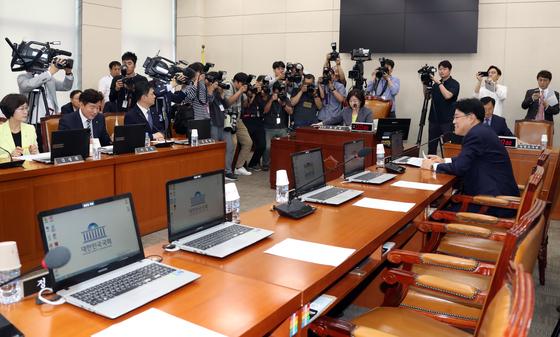 20일 심상정 위원장이 정치개혁특위 개회를 선언하고 있다. 이날 자유한국당에서는 간사인 장제원 의원만 참석했다. 변선구 기자