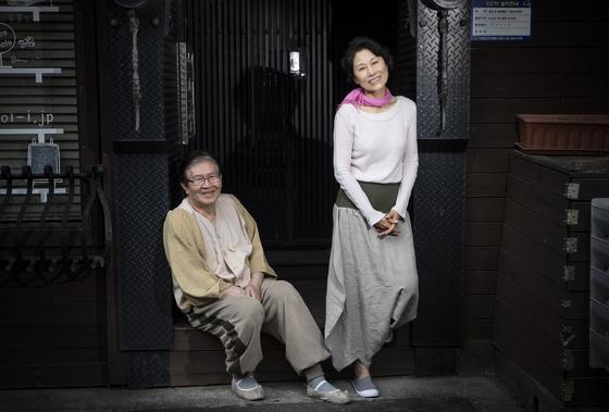 32년 만에 연극 '이름없는 꽃은 바람에 지고'에 출연하는 배우 박웅ㆍ손봉숙. 권혁재 사진전문기자